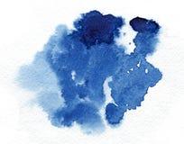 vattenfärg Abstrakt blå fläck på vitt vattenfärgpapper Royaltyfri Foto
