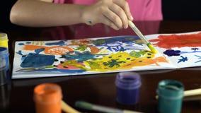 Vattenfärg för bild för flickamålarfärgborste Royaltyfri Foto