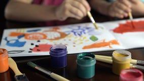 Vattenfärg för bild för flickamålarfärgborste Fotografering för Bildbyråer