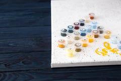 Vattenfärg och färgläggning vid nummer måla på kanfas vid nummer Arkivfoton