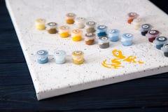Vattenfärg och färgläggning vid nummer måla på kanfas vid nummer Royaltyfria Bilder