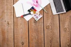 Vattenfärg som målar online-kurser och tutorials arkivfoto
