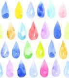 Vattenfärgdroppar av regnbågen färgar på vit bakgrund Hand-målad sömlös modell Arkivbilder
