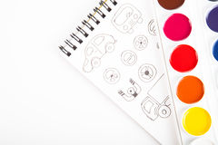 Vattenfärger och teckningar grafiskt mot ett vitt ark av PA fotografering för bildbyråer