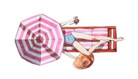 Vattenfärgillustration av en kvinna på en tropisk strand som ligger på en sunbed under-paraplyinnehavhatt och stock illustrationer