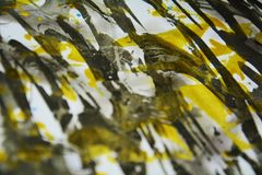 Vattenfärgmörker - gråa guld- vita fläckar för texturmålarfärgvattenfärg Royaltyfri Foto