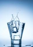 Vattenfärgstänk i exponeringsglas på vit Royaltyfri Foto
