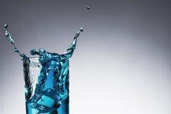 Vattenfärgstänk med bubblan i exponeringsglas Royaltyfria Bilder