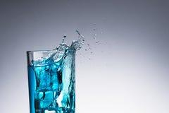 Vattenfärgstänk med bubblan i exponeringsglas Royaltyfri Fotografi