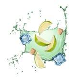 Vattenfärgstänk med isolerade limefrukt, is och socker Arkivfoton