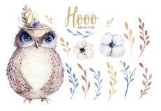 Vattenfärguggla med blommor och fjädern Hand dragen isolerad illustration med fågeln i bohostil Tryckbar barnkammare royaltyfri illustrationer