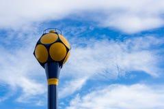 Vattenförsörjningbehållare med bakgrund för blå himmel Arkivfoto