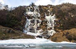 Vattenfall Acquafraggia också Acqua Fraggia i landskap av Sondrio i Lombardy, norr Italien Arkivbilder