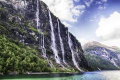 Vattenfall av den Geiranger fjorden Arkivbild