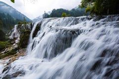 Vattenfall av den Jiuzhai dalnationalparken Royaltyfri Foto