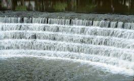 Vattenfall av en sjö royaltyfria bilder