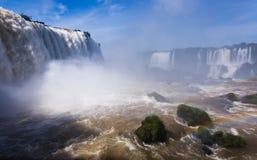 Vattenfall Cataratas del Iguazu på den Iguazu floden, Brasilien Arkivfoton