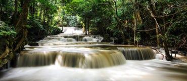 Vattenfall den mjölkaktiga Maen Royaltyfri Bild