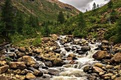 Vattenfall djupt i dalen Arkivbild
