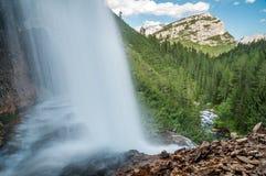 Vattenfall Dolomitesberg, Italien Arkivbild