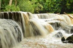 Vattenfall efter hällregn Arkivbild
