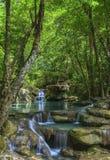 Vattenfall Eravan, i Kanchanabury, Thailand Arkivbild