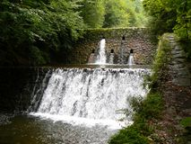 vattenfall för bergflodström Royaltyfri Fotografi