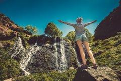 vattenfall för blå sky Royaltyfria Foton