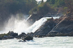 vattenfall för champasakkhonglaos peng pha arkivfoton