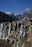 vattenfall för snow för drakejadeberg Fotografering för Bildbyråer