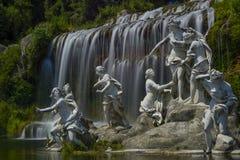 vattenfall för staty caserta för stor slott kunglig Fotografering för Bildbyråer