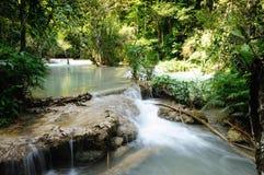 Vattenfall för Tat Guangxi, Luang Prabang, Laos. Arkivbild