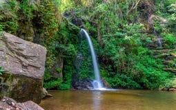 Vattenfall från ravin Royaltyfria Bilder