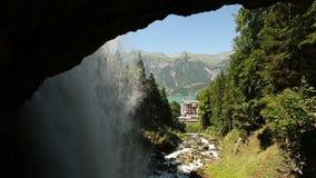 Vattenfall Giessbach, Bernese Oberland, Schweiz arkivfilmer
