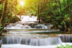 Vattenfall härliga Thailand, vattenfall i det Kanchanaburi landskapet Royaltyfri Fotografi
