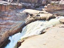 Vattenfall i öknen fotografering för bildbyråer