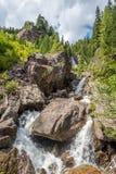 Vattenfall i Alto Adige berg Royaltyfri Fotografi