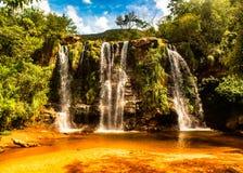 Vattenfall i amboroparcen, i Bolivia royaltyfria foton