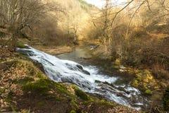 Vattenfall i bergen av Bulgarien Arkivbild