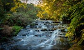 Vattenfall i blå bergnationalpark Arkivbild
