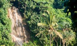 Vattenfall i bukitindahen indonesia Royaltyfri Bild