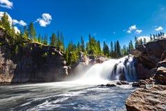 Vattenfall i bygd Royaltyfria Bilder
