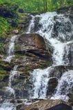 Vattenfall i Carpathian berg Royaltyfri Bild