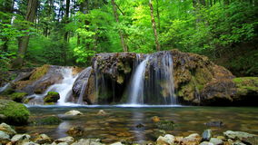 Vattenfall i Cheile Nerei Royaltyfri Bild