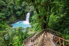 Vattenfall i Costa Rica royaltyfri fotografi