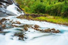 Vattenfall i dalen av vattenfall i Norge Fotografering för Bildbyråer