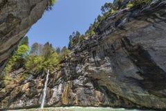 Vattenfall i den Aare klyftan Royaltyfri Fotografi