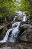 Vattenfall i den blåa Ridge Mountains royaltyfri foto