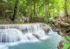 Vattenfall i den Erawan nationalparken, Kanchanaburi, Thailand Royaltyfria Foton