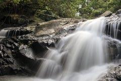 Vattenfall i den lilla Hawaii slingan Arkivbild